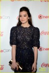 hailee-steinfeld-isla-fisher-cinemacon-cuties-17